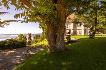 Napoleonschloss inmitten der Arenenberger Gartenwelt