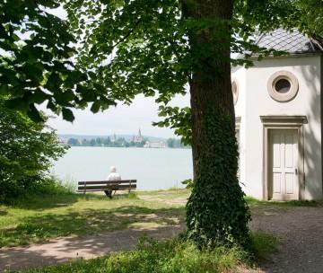 Der Park öffnet den Blick auf das gegenüberliegende Schweizer Ufer