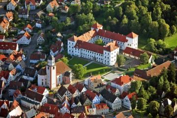 Schloss Meßkirch und die Stadtkirche St. Martin von oben