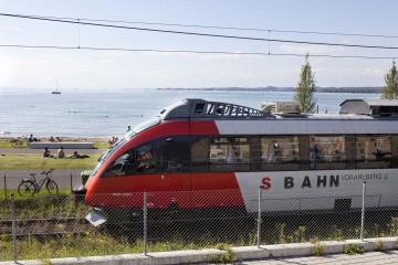 Bahnfahrt mit Seeblick