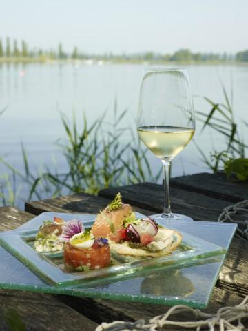 Echte Bodensee-Klassiker: Fisch und Wein