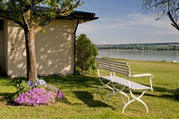 Das Seegrundstück des Kloster Hegne mit Blick auf den Bodensee