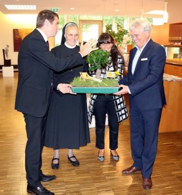 Bei der Einweihung gab es ein Überraschungsgeschenk der Gemeinde Allensbach