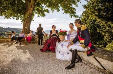 Kostümgruppe in der Pücklerschen Parkanlage