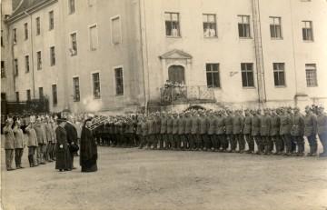 Verabschiedung der Rekruten durch Grossherzogin Louise