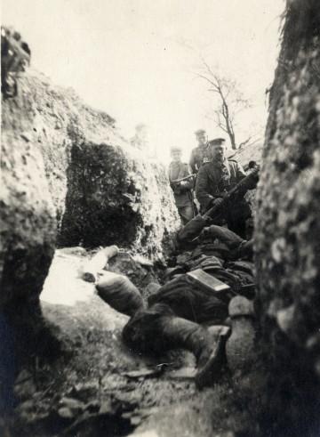 Ein Schützengraben nach der Maioffensive