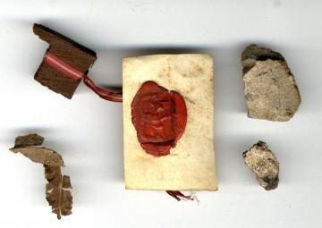 Originalfragmente vom Grab auf St. Helena