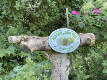 """Die """"Natur im Garten""""-Plakette des Arenenbergs"""