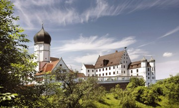 Prunkvoller Herrschaftsbau mit Schlosskapelle