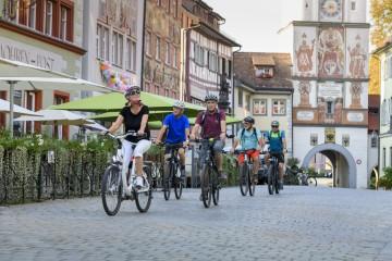 Radler in der Altstadt von Wangen im Allgäu