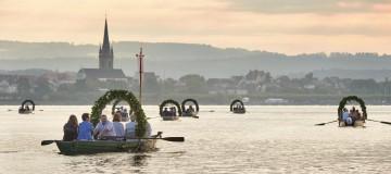 Blumenparade auf dem Wasser