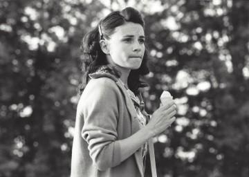 Astrid Keller als Karoline im Zelt am See