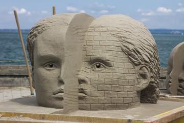 Im Durchschnitt besteht eine Skulptur aus 20 Tonnen Sand