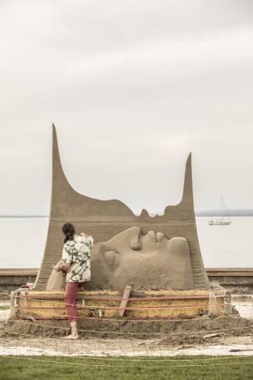 Sand, Skulpturen und See