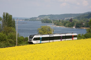 Mit dem Zug am See entlang