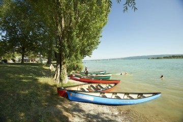 Kanus am Untersee-Ufer