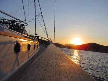 Sonnenleuchten über dem Mittelmeer